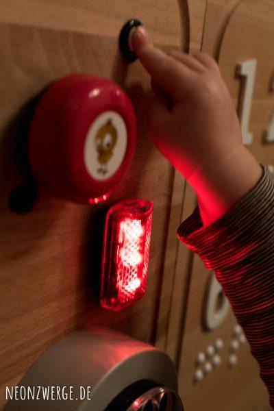 Selbstgemachtes Busyboard für Kleinkinder - Einfach Spielen - Papas baut